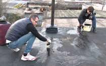 Чем замазать швы на крыше гаража